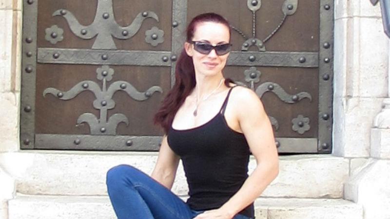 Ина Банева- спортист, фитнес инструктор и консултант по Психология. Прочети повече тук.